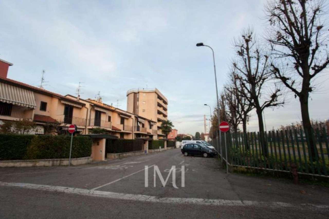 Bilocale Limbiate Via Toscana 3