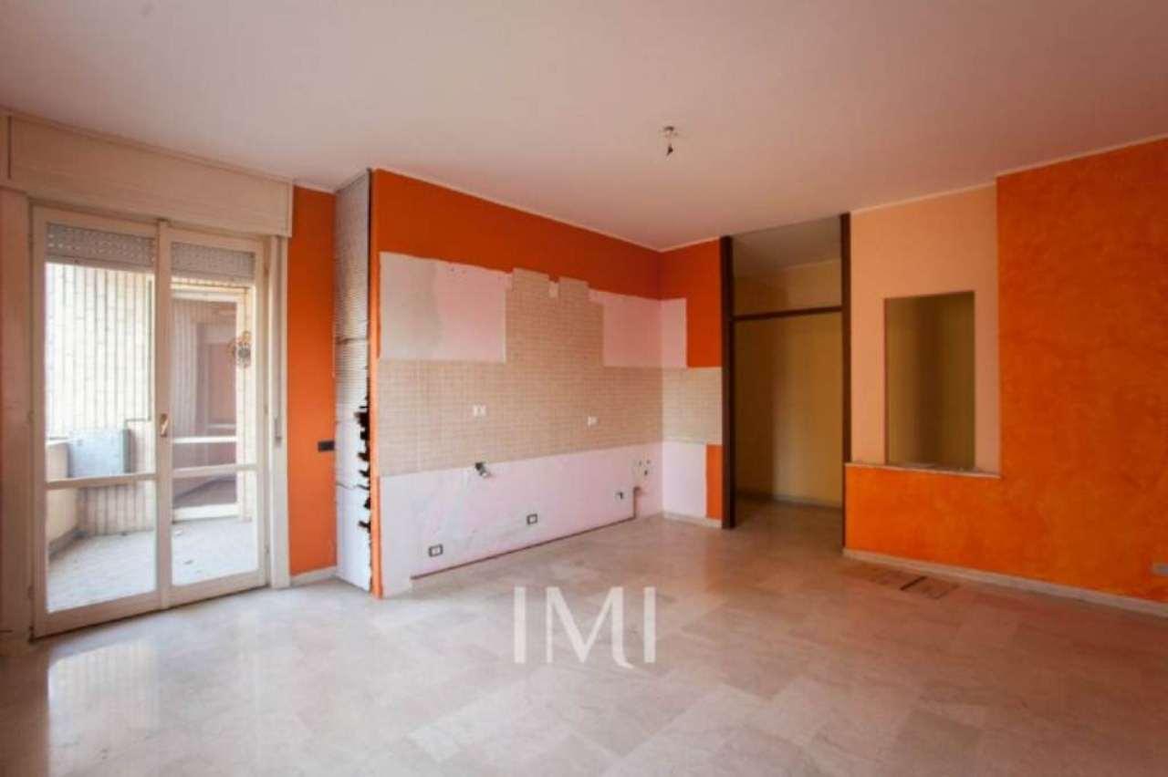 Bilocale Limbiate Via Toscana 5