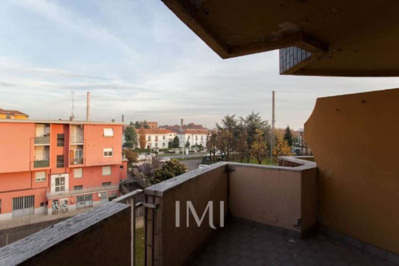 Bilocale Limbiate Via Toscana 9