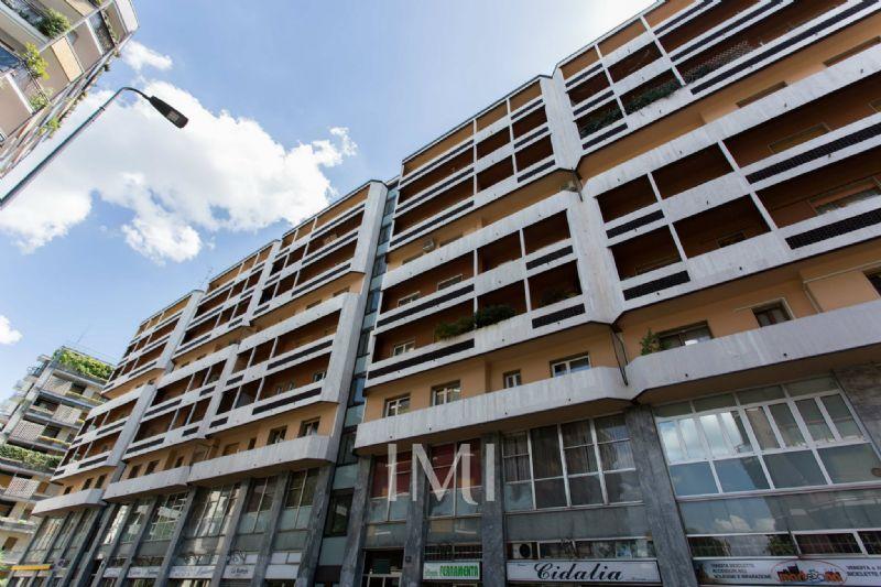 Bilocale Milano Via Ressi 1