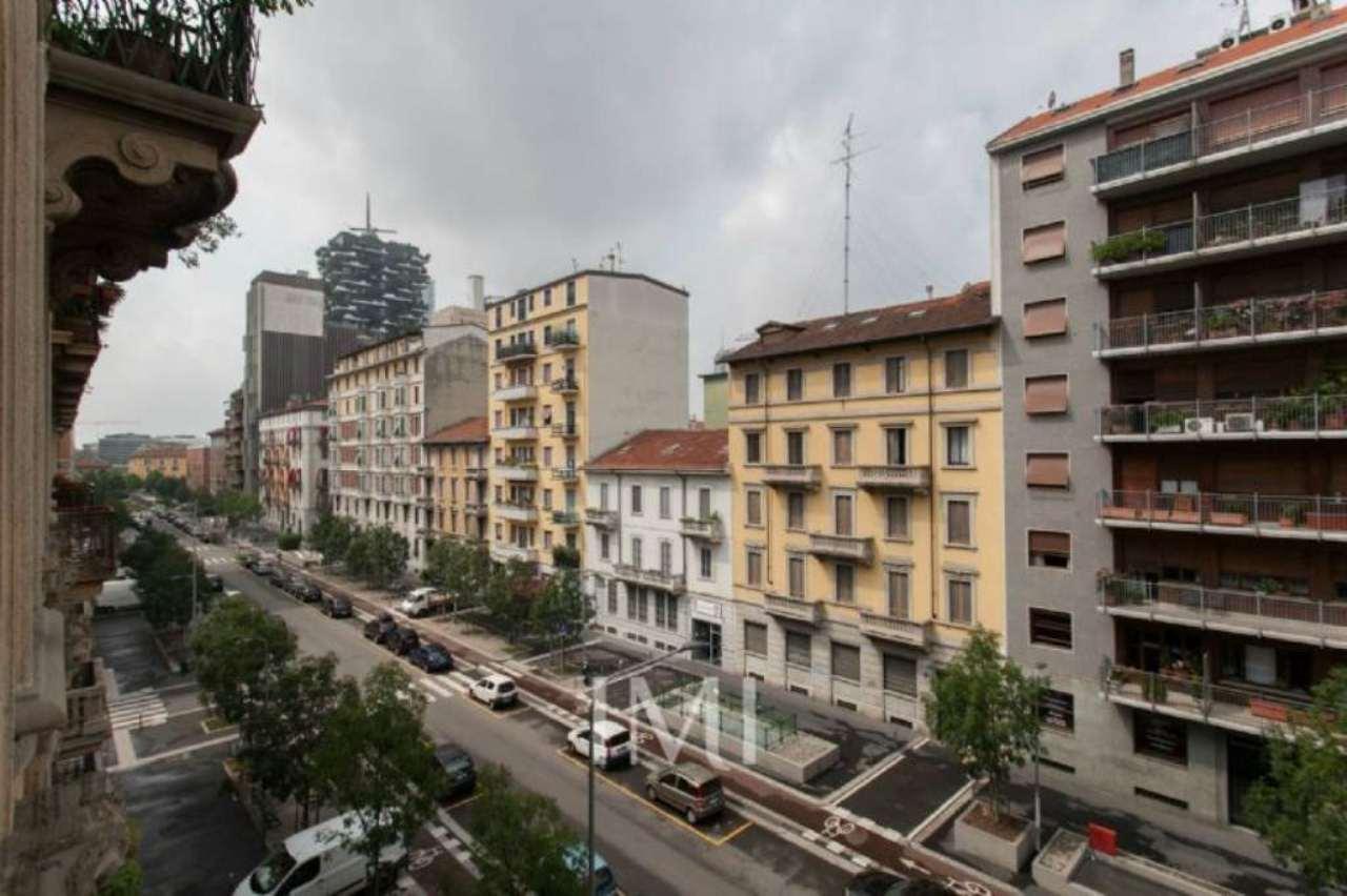Bilocale Milano Via Volturno 2