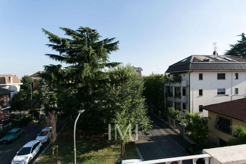 Bilocale Milano Via Dino Campana 3