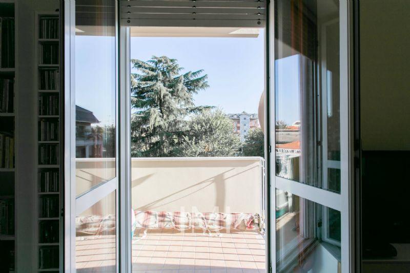 Bilocale Milano Via Dino Campana 9