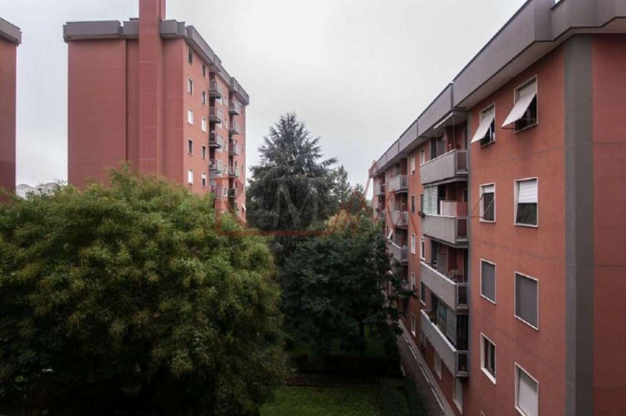 Bilocale Milano Via Mar Nero 10