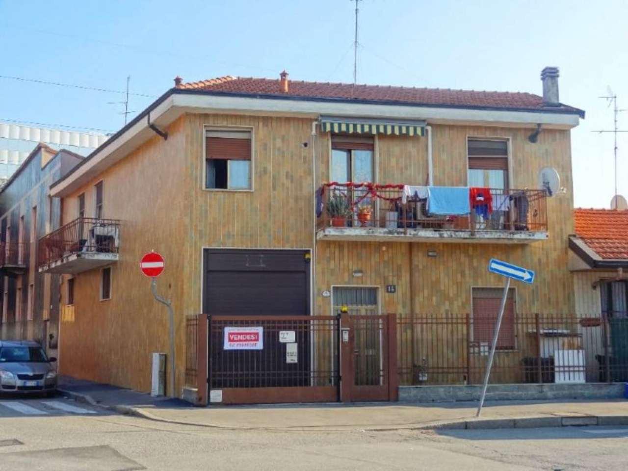 Casa indipendente in Vendita a Milano 20 Bicocca / Crescenzago / Cimiano: 5 locali, 282 mq