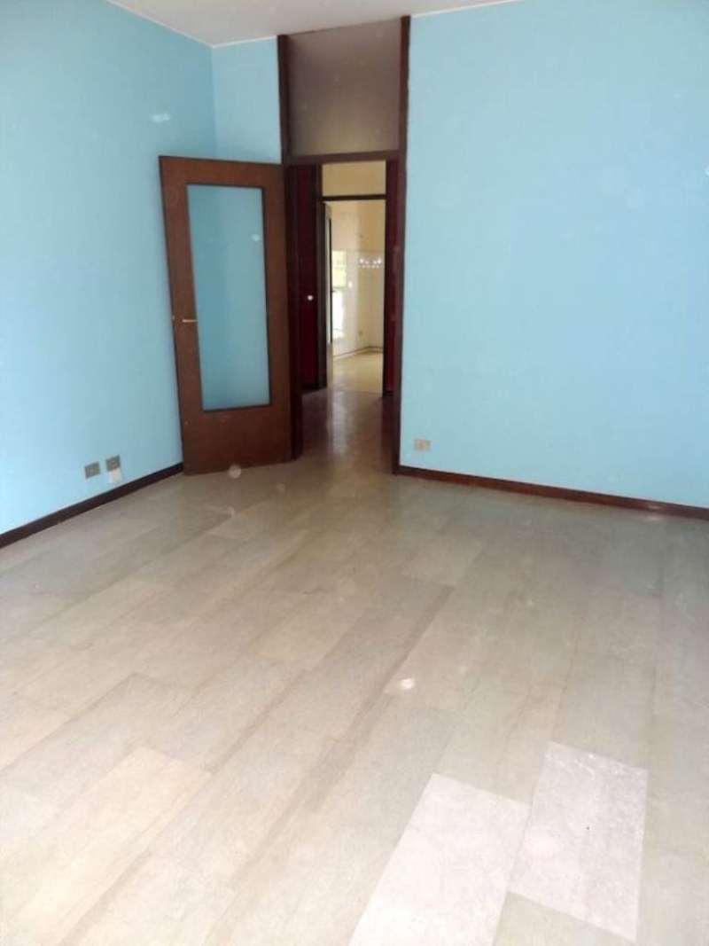 Bilocale Milano Viale Renato Serra 12