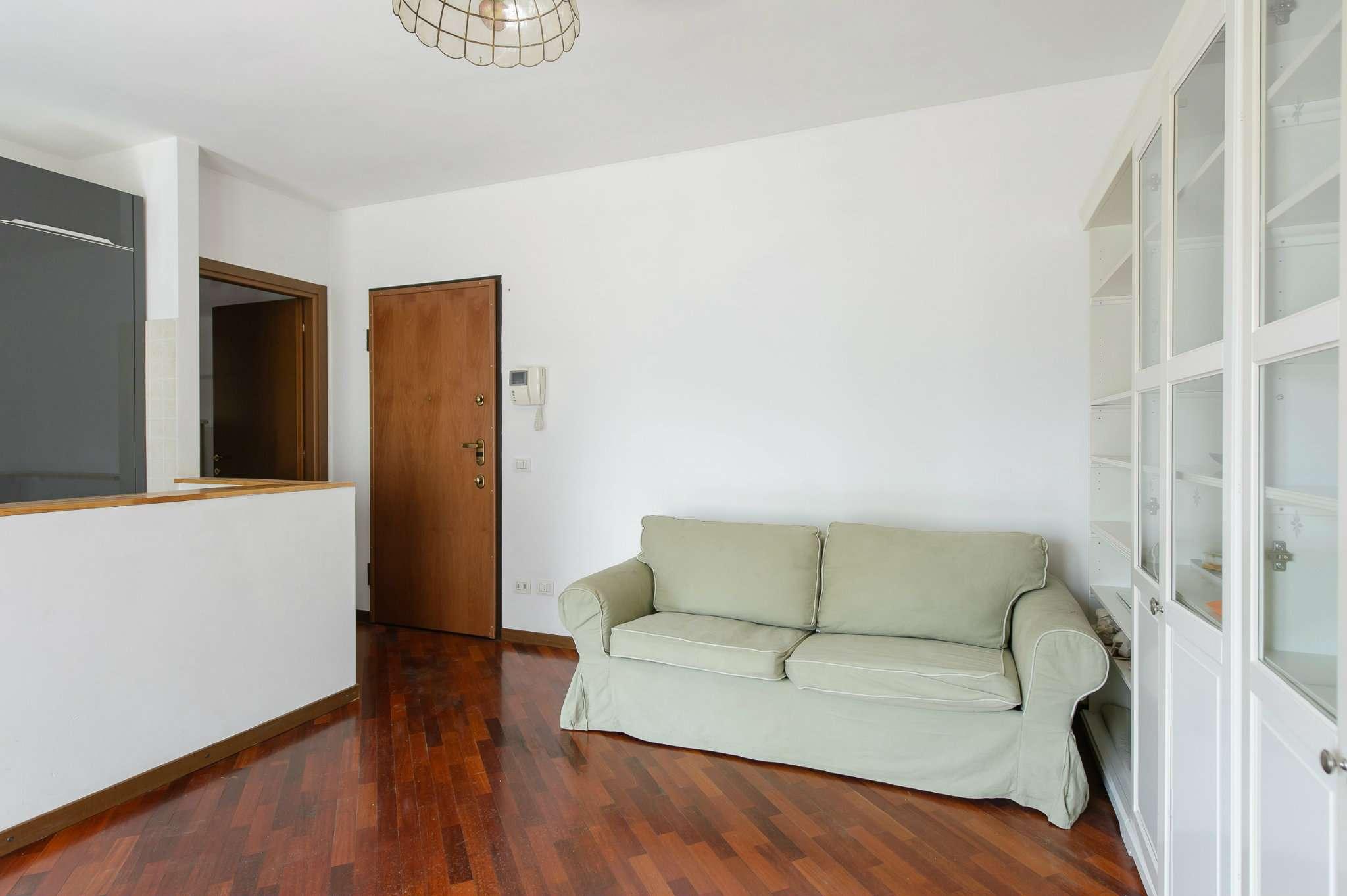 Bilocale Milano Via Brunico 10