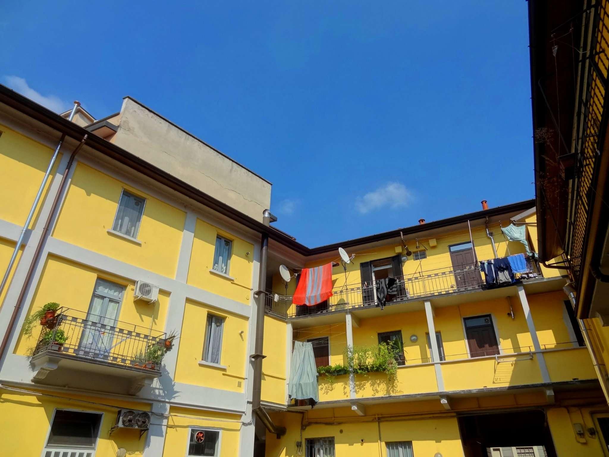 Bilocale Milano Via Adelchi 1