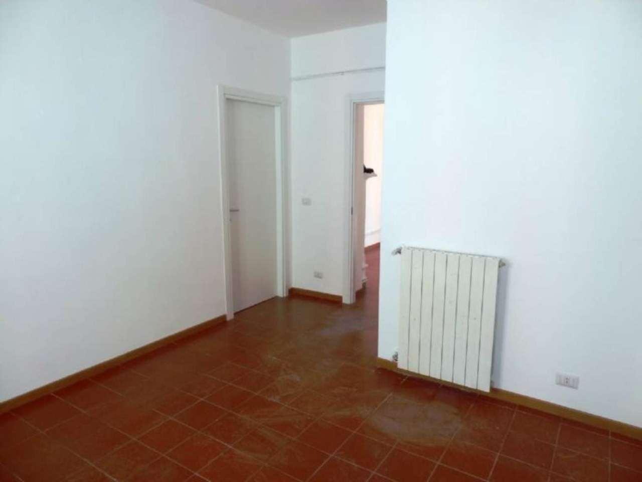 Bilocale Milano Via Adelchi 7