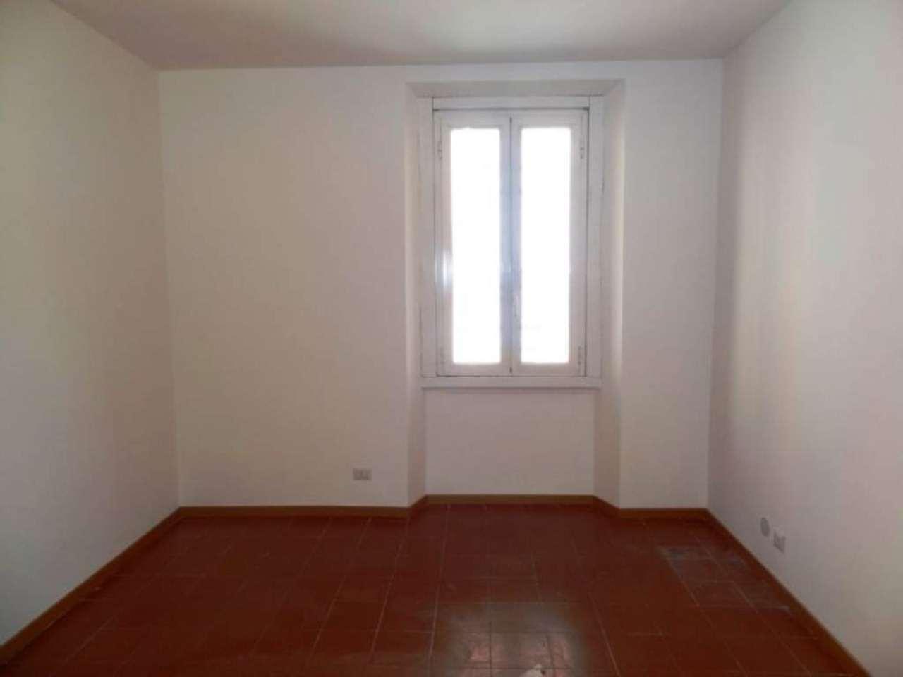 Bilocale Milano Via Adelchi 10