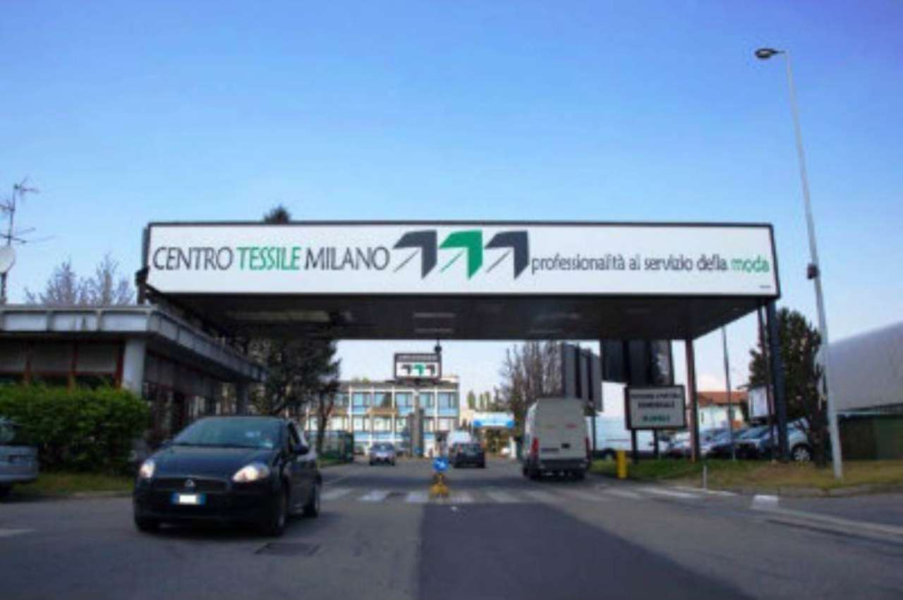 Negozio-locale in Vendita a Cernusco Sul Naviglio Periferia: 2 locali, 270 mq