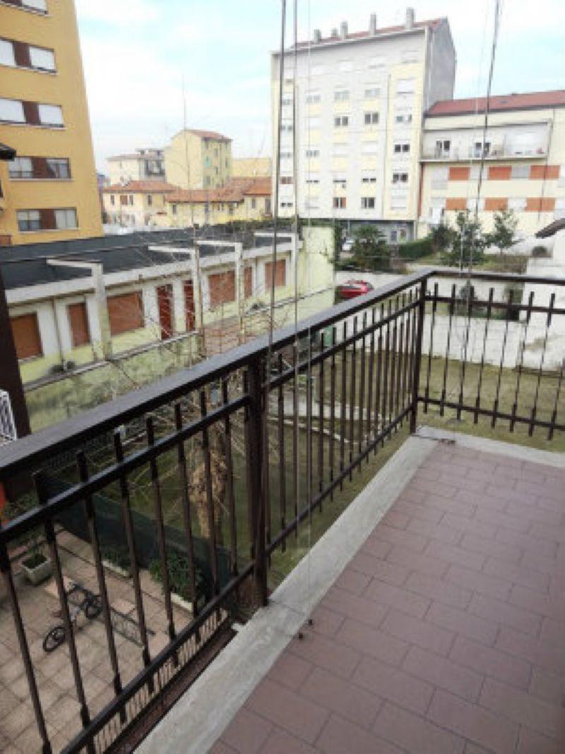 Bilocale Milano Via Degli Umiliati 6