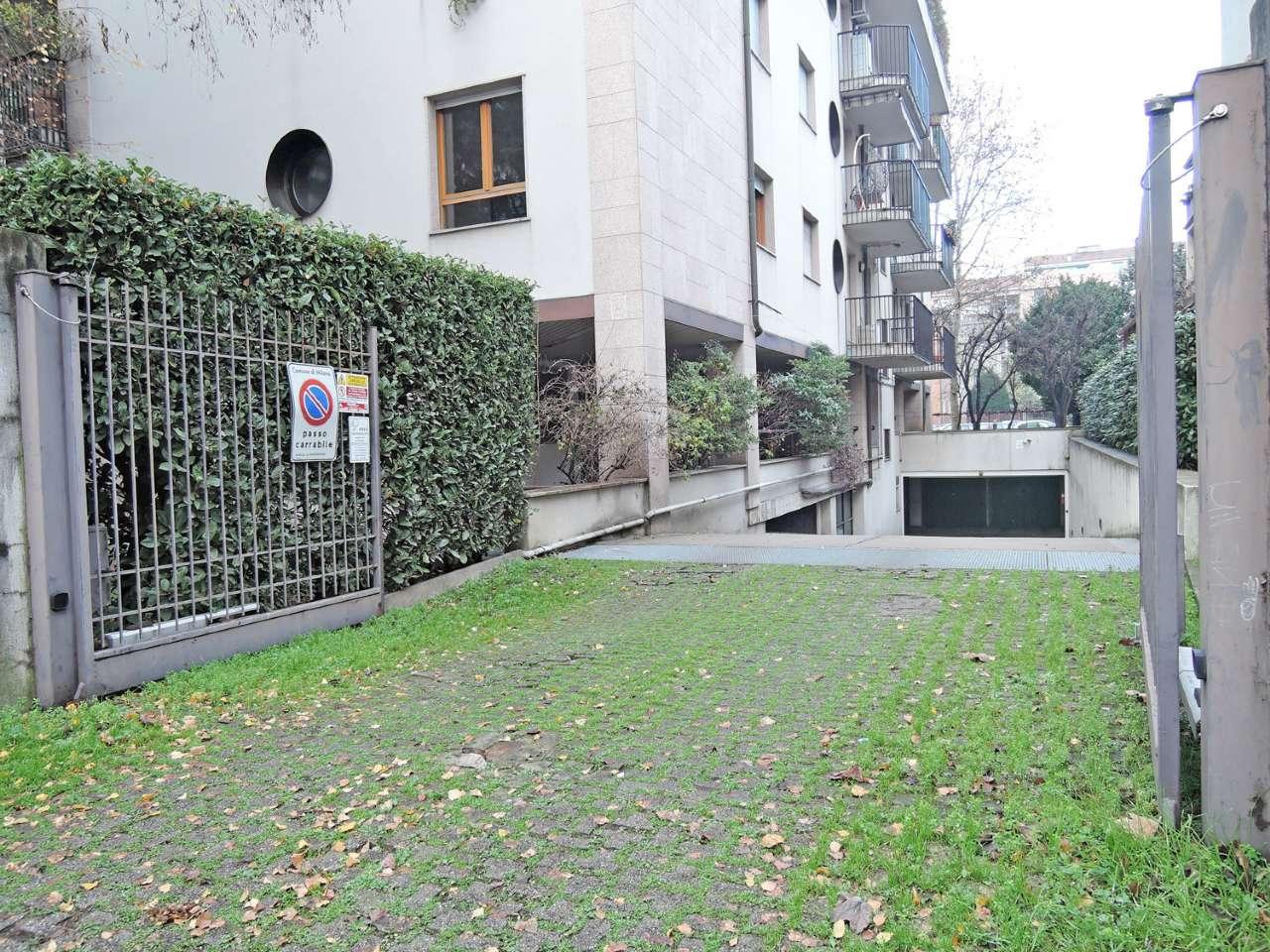Box / Garage in affitto a Milano, 1 locali, zona Zona: 14 . Lotto, Novara, San Siro, QT8 , Montestella, Rembrandt, prezzo € 150 | Cambio Casa.it