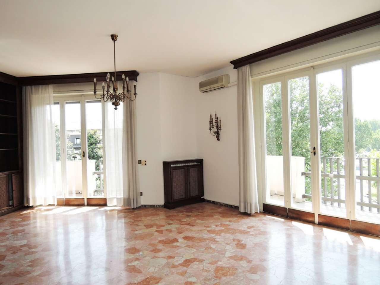 Appartamento in affitto a Milano, 6 locali, zona Zona: 14 . Lotto, Novara, San Siro, QT8 , Montestella, Rembrandt, prezzo € 3.000 | CambioCasa.it