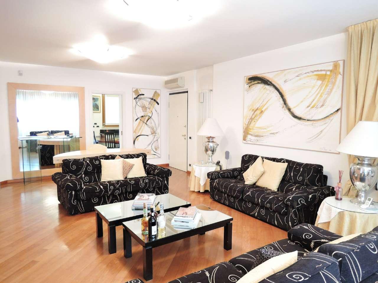 Appartamento in Vendita a Milano 17 Marghera / Wagner / Fiera: 4 locali, 135 mq
