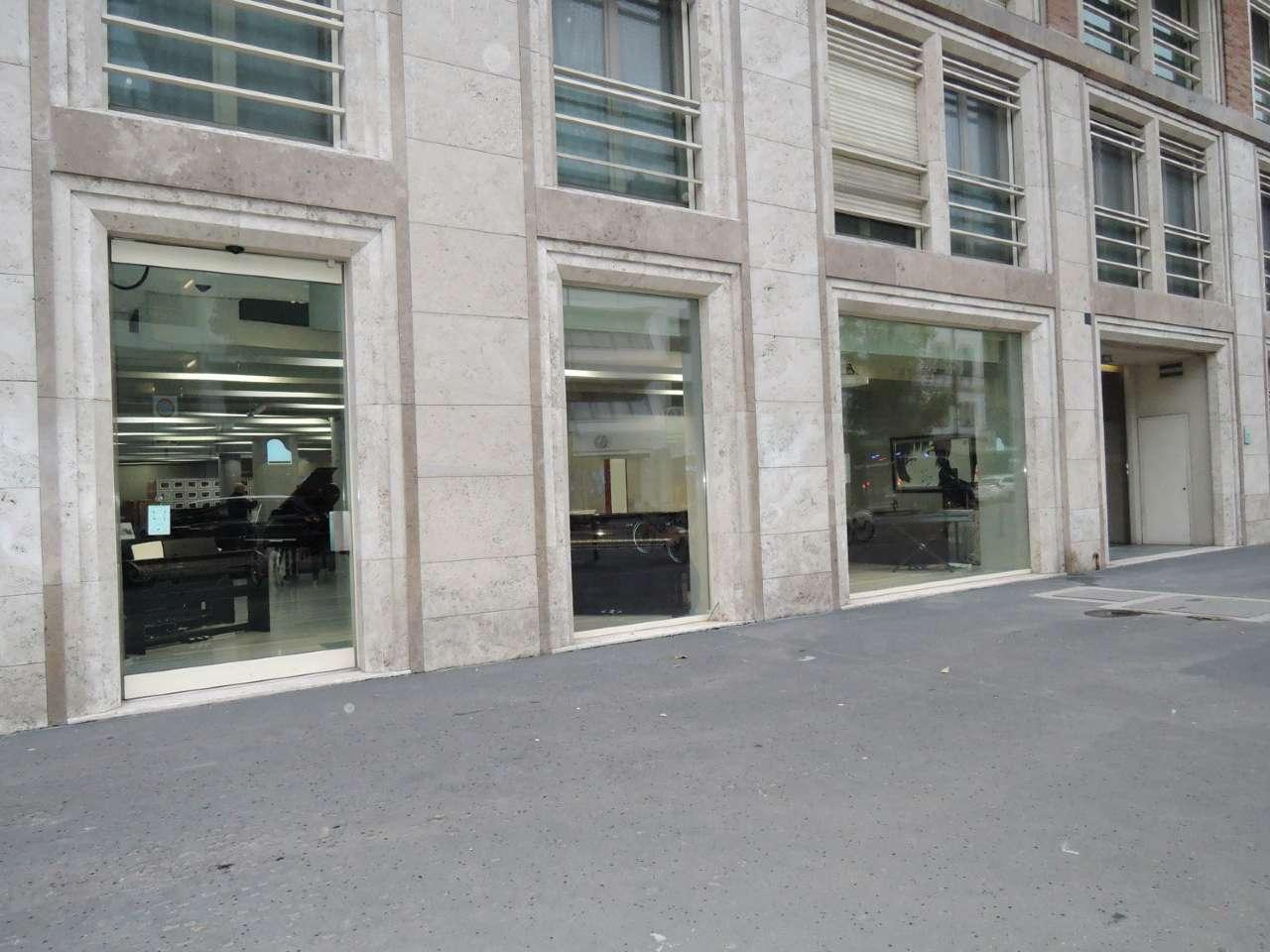 Negozio-locale in Vendita a Milano 01 Centro storico (Cerchia dei Navigli): 250 mq