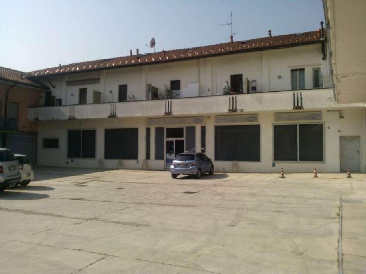 Negozio / Locale in affitto a Cesano Maderno, 3 locali, prezzo € 2.000 | CambioCasa.it