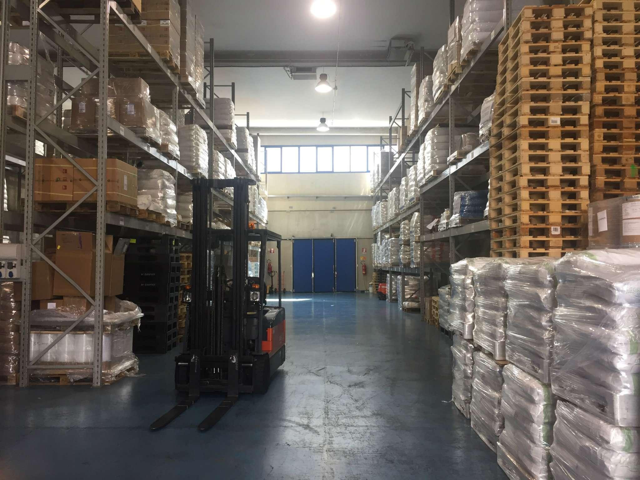 Capannone in vendita a Paderno Dugnano, 9999 locali, Trattative riservate | CambioCasa.it