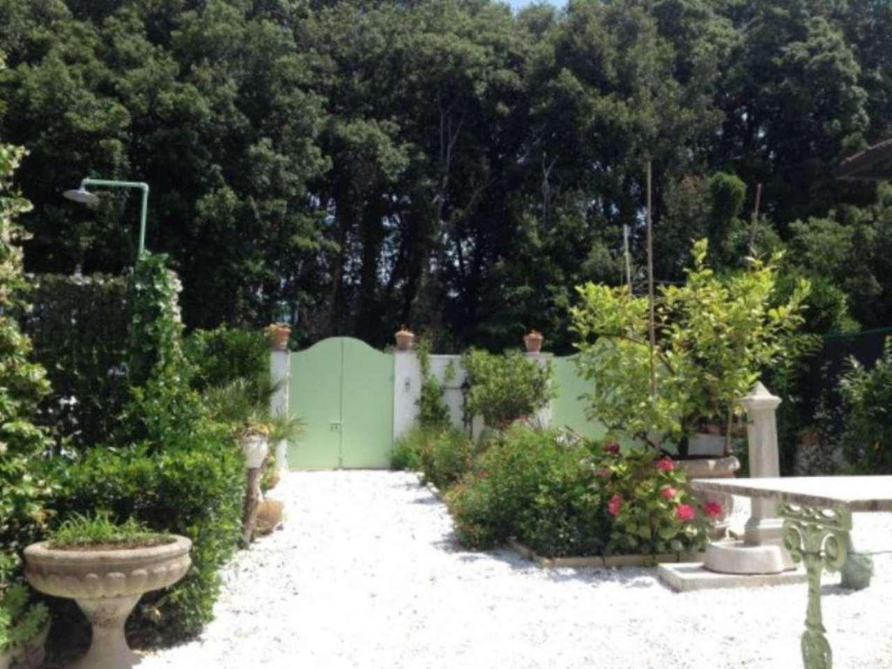 Soluzione Indipendente in affitto a Pietrasanta, 4 locali, prezzo € 3.000 | CambioCasa.it