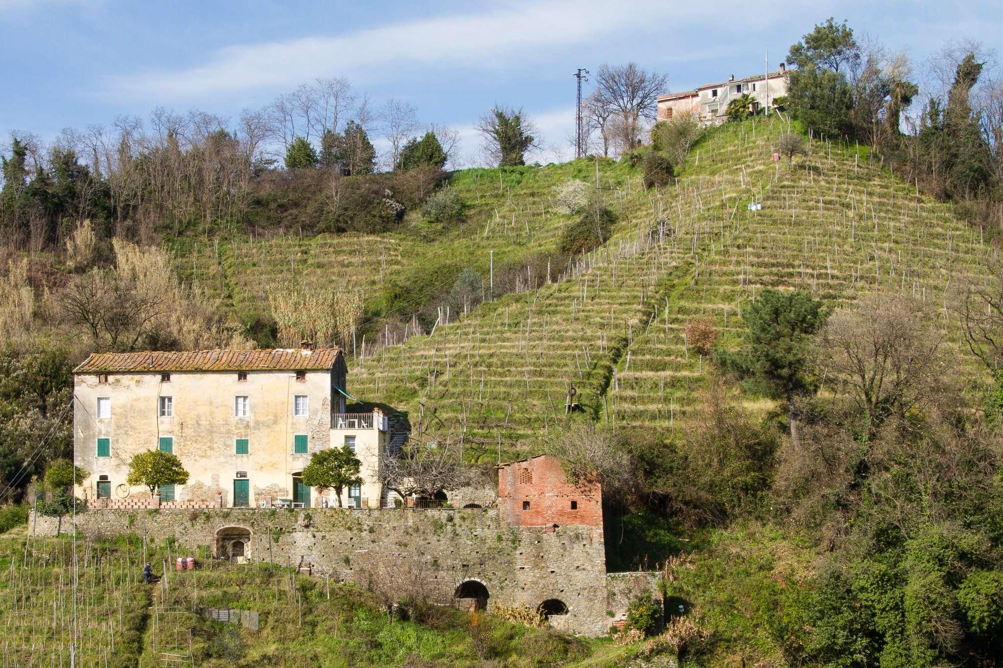 Rustico / Casale in vendita a Carrara, 15 locali, prezzo € 600.000 | CambioCasa.it