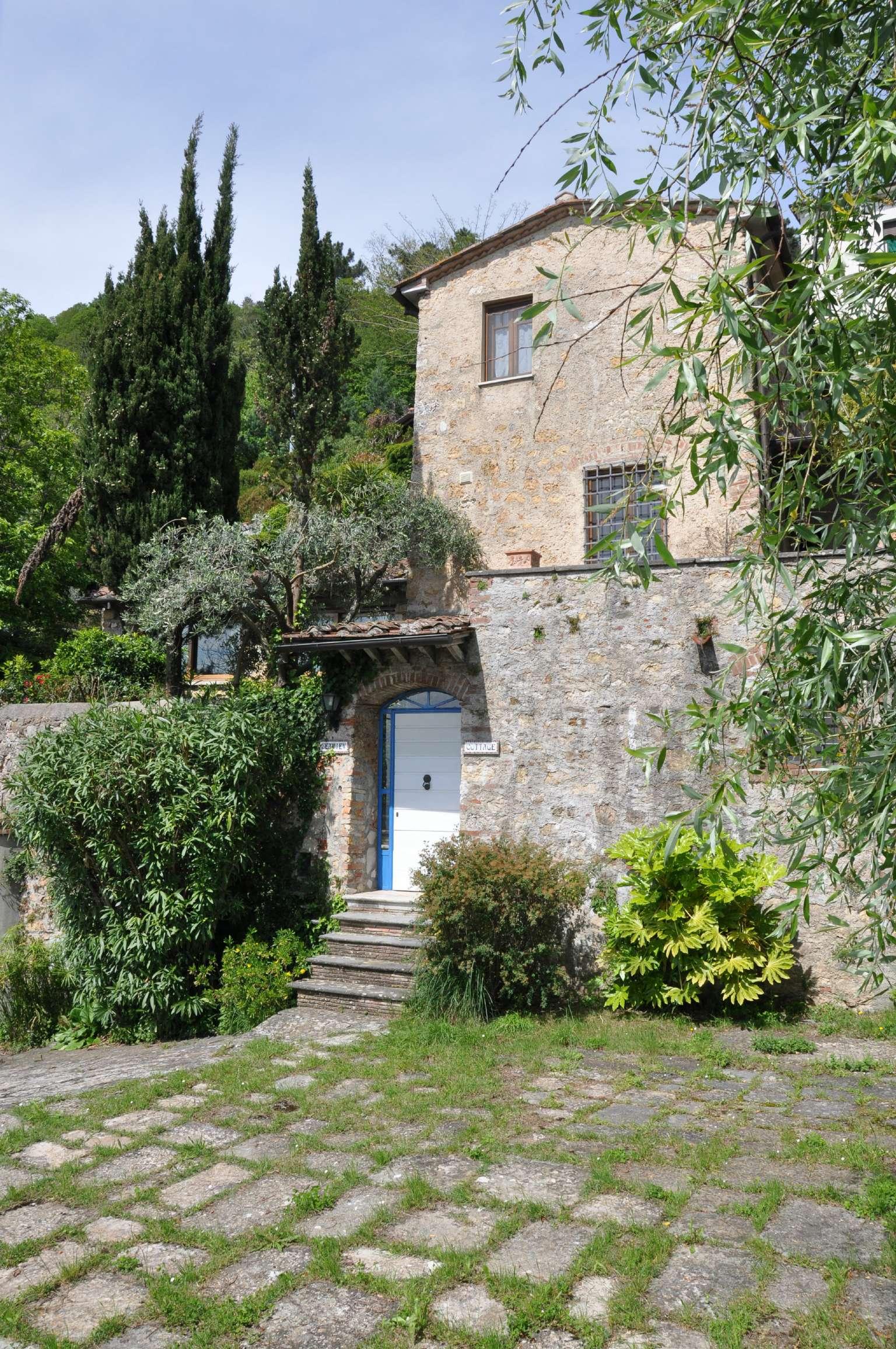 Villa quadrilocale in vendita a Pietrasanta (LU)
