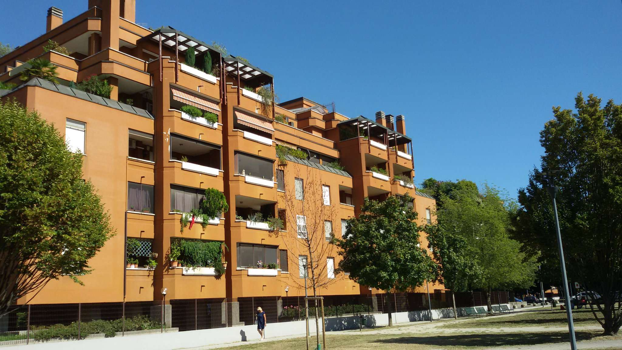 Appartamento in vendita 4 vani 130 mq.  via Ettore Bugatti 8 Milano