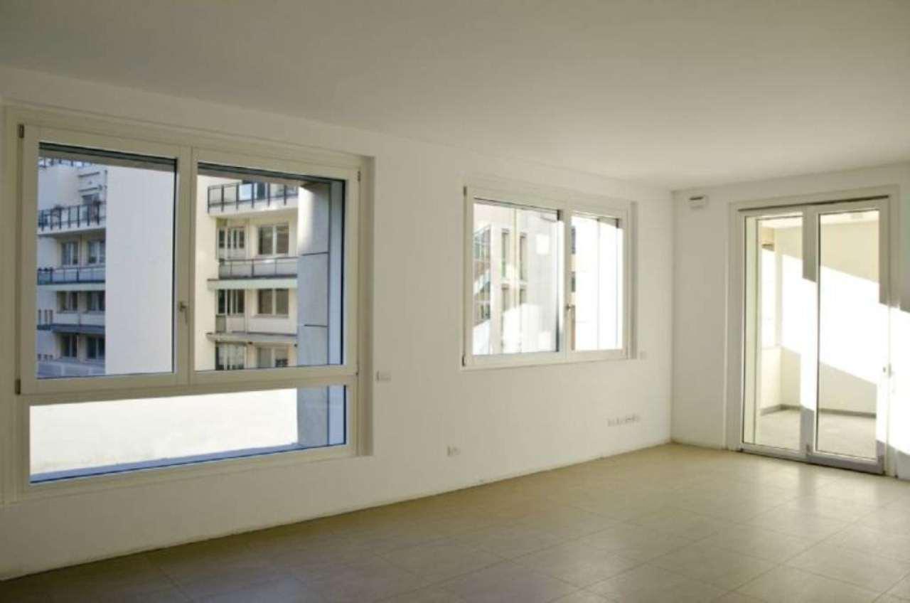 Appartamento in vendita a milano via petitti trovocasa for Appartamenti prestigio milano