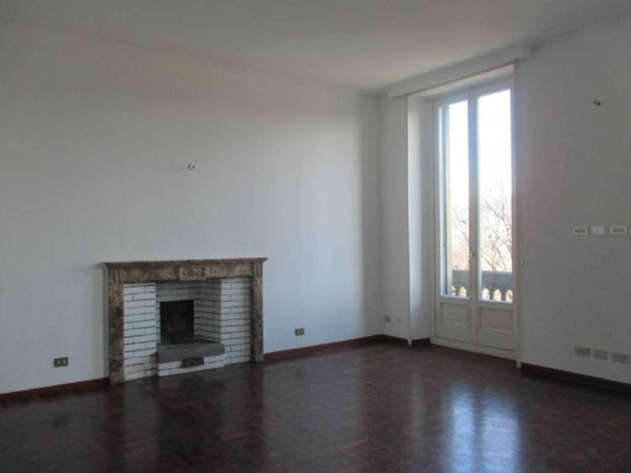 Appartamento in Affitto a Milano 01 Centro storico (Cerchia dei Navigli): 5 locali, 260 mq