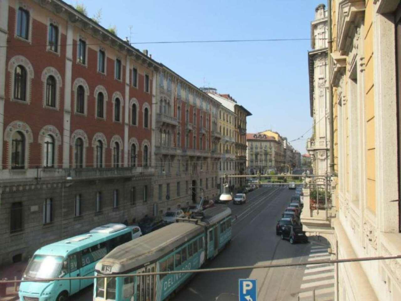 Bilocale Milano Via Leopardi 12