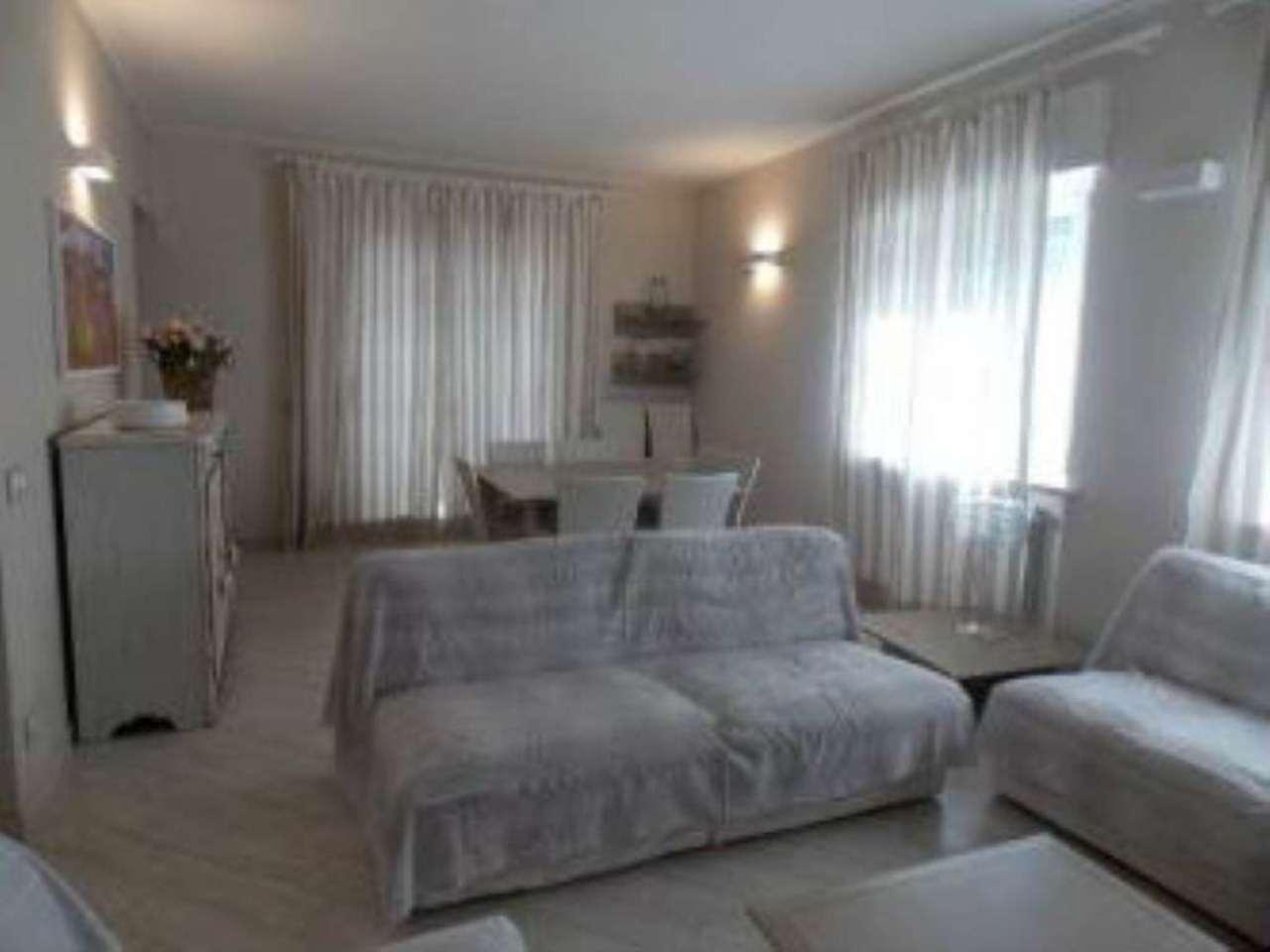 Villa in Vendita a Forte Dei Marmi Centro: 5 locali, 130 mq