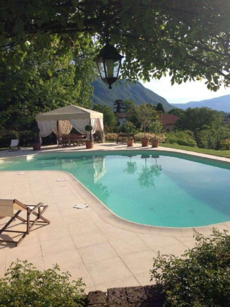 Villa in Vendita a Porto Valtravaglia Centro: 5 locali, 350 mq