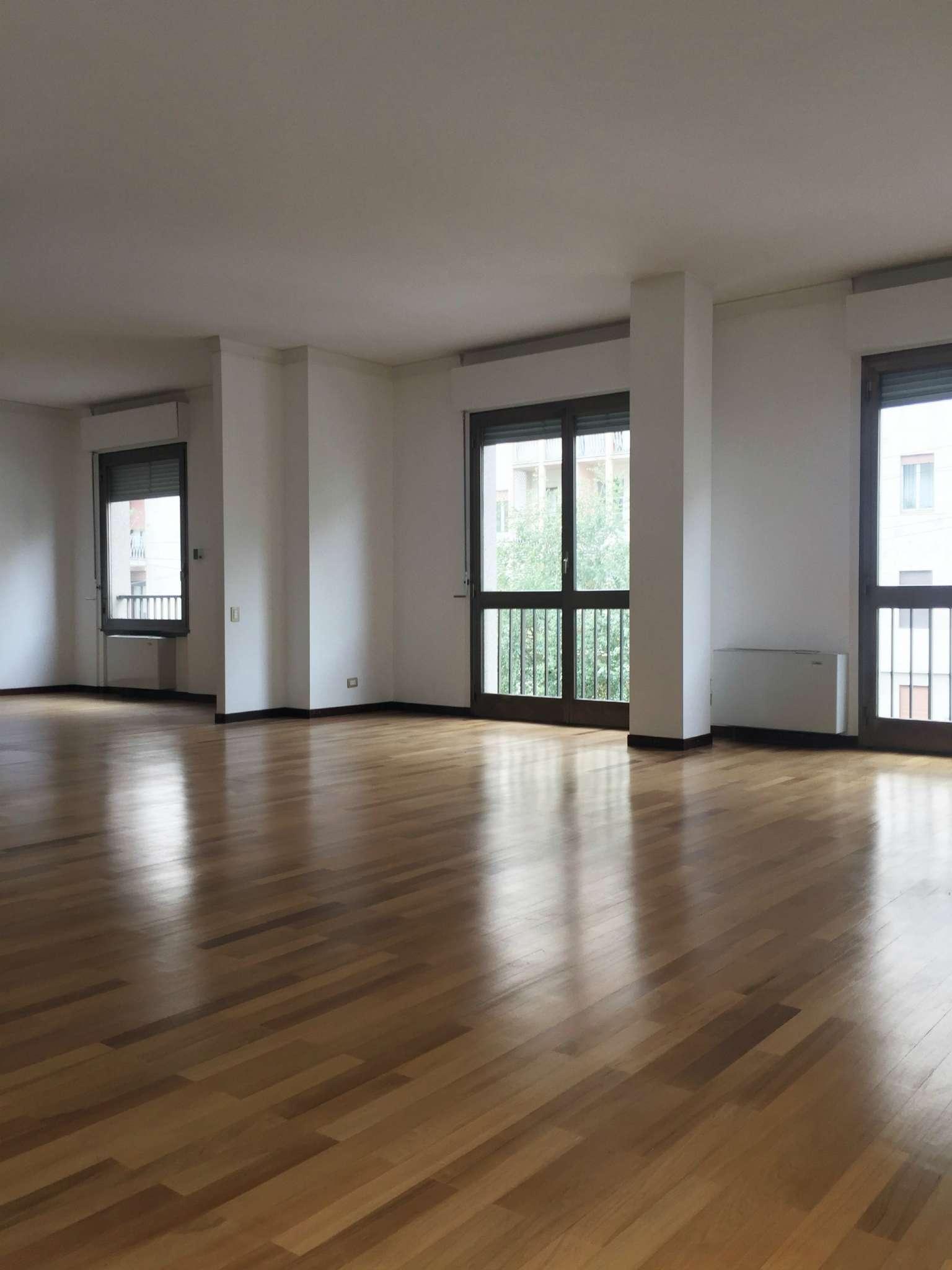 Appartamento in affitto a Milano, 7 locali, zona Zona: 1 . Centro Storico, Duomo, Brera, Cadorna, Cattolica, prezzo € 4.166 | Cambio Casa.it