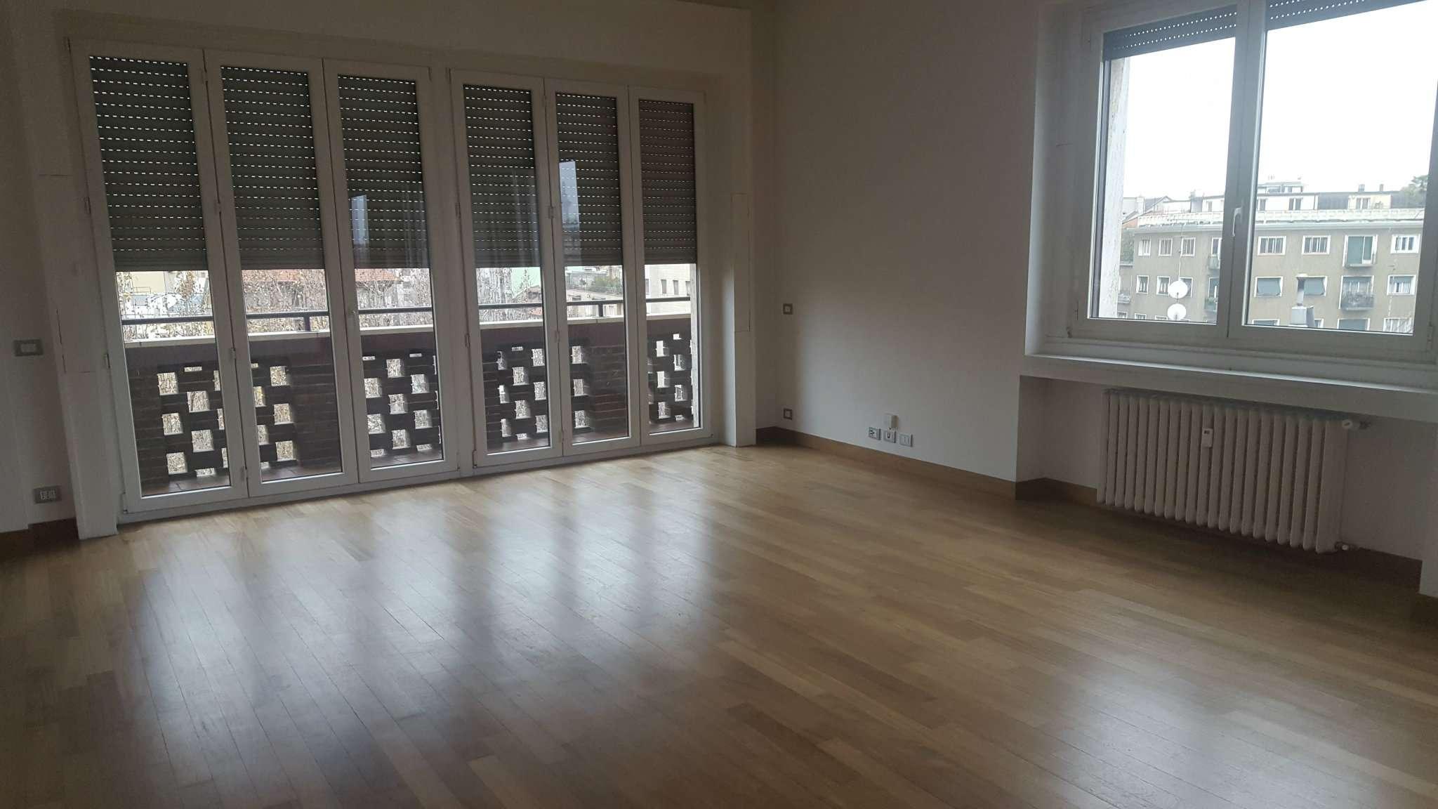 Appartamento in affitto a Milano, 4 locali, zona Zona: 1 . Centro Storico, Duomo, Brera, Cadorna, Cattolica, prezzo € 2.300 | Cambio Casa.it