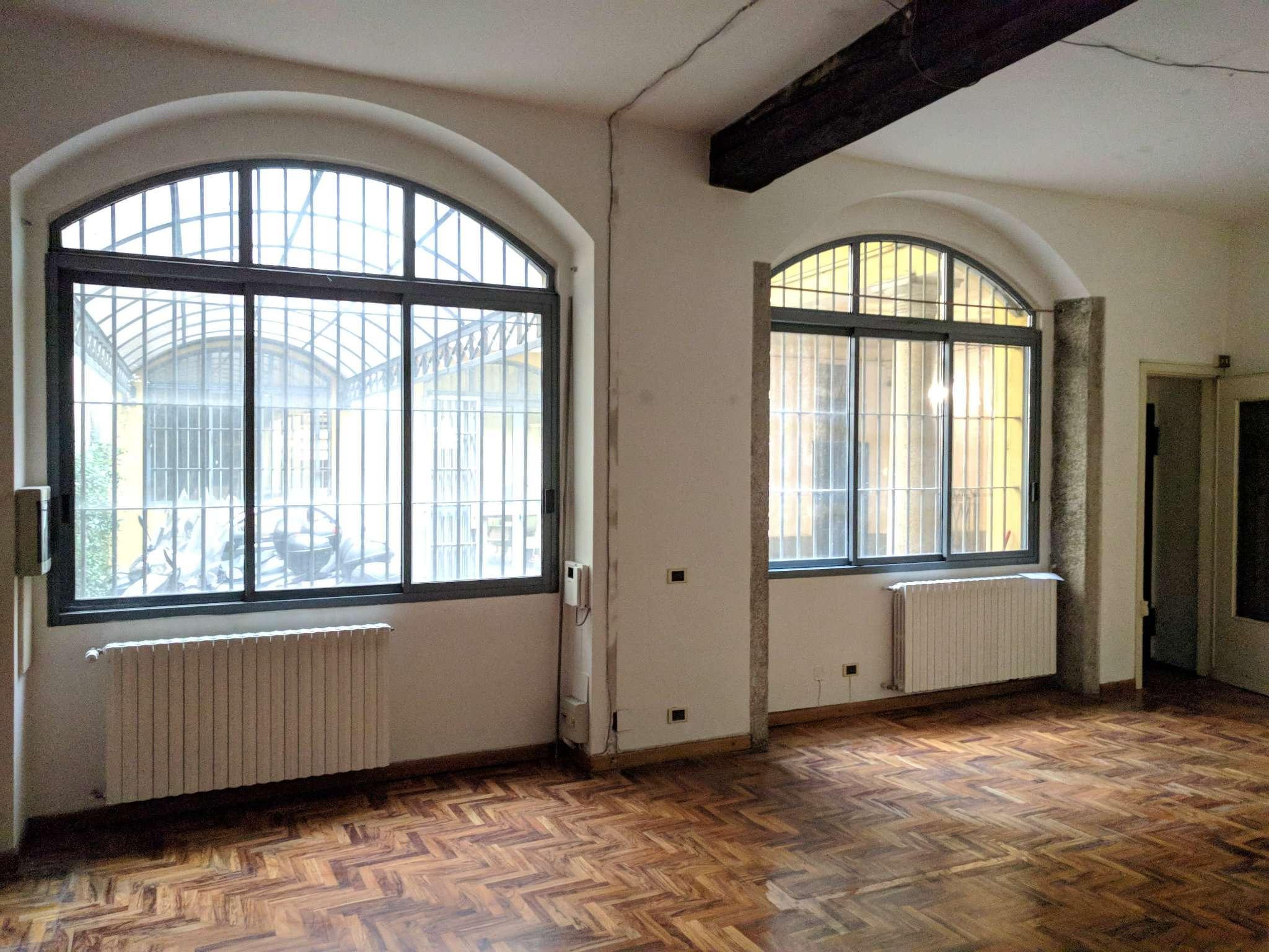 Ufficio studio in affitto a milano via san maurilio for Ufficio affitto