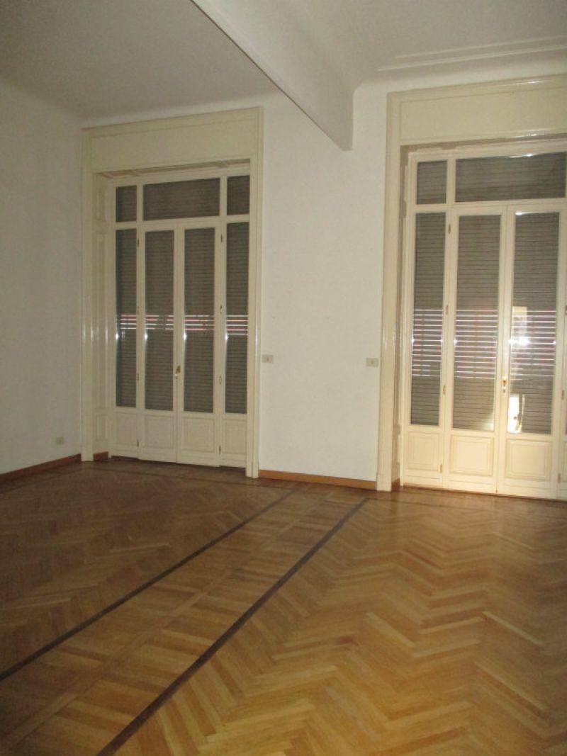 Appartamento in affitto a milano piazza sant ambrogio for Appartamento design affitto milano