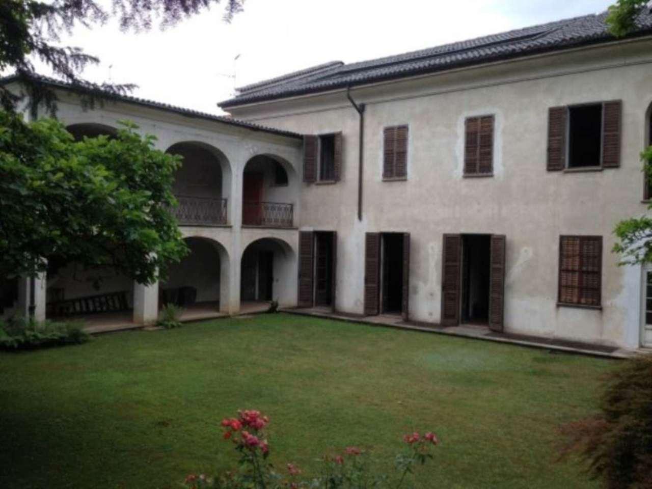 Villa in vendita a Venegono Inferiore, 6 locali, prezzo € 750.000 | Cambio Casa.it