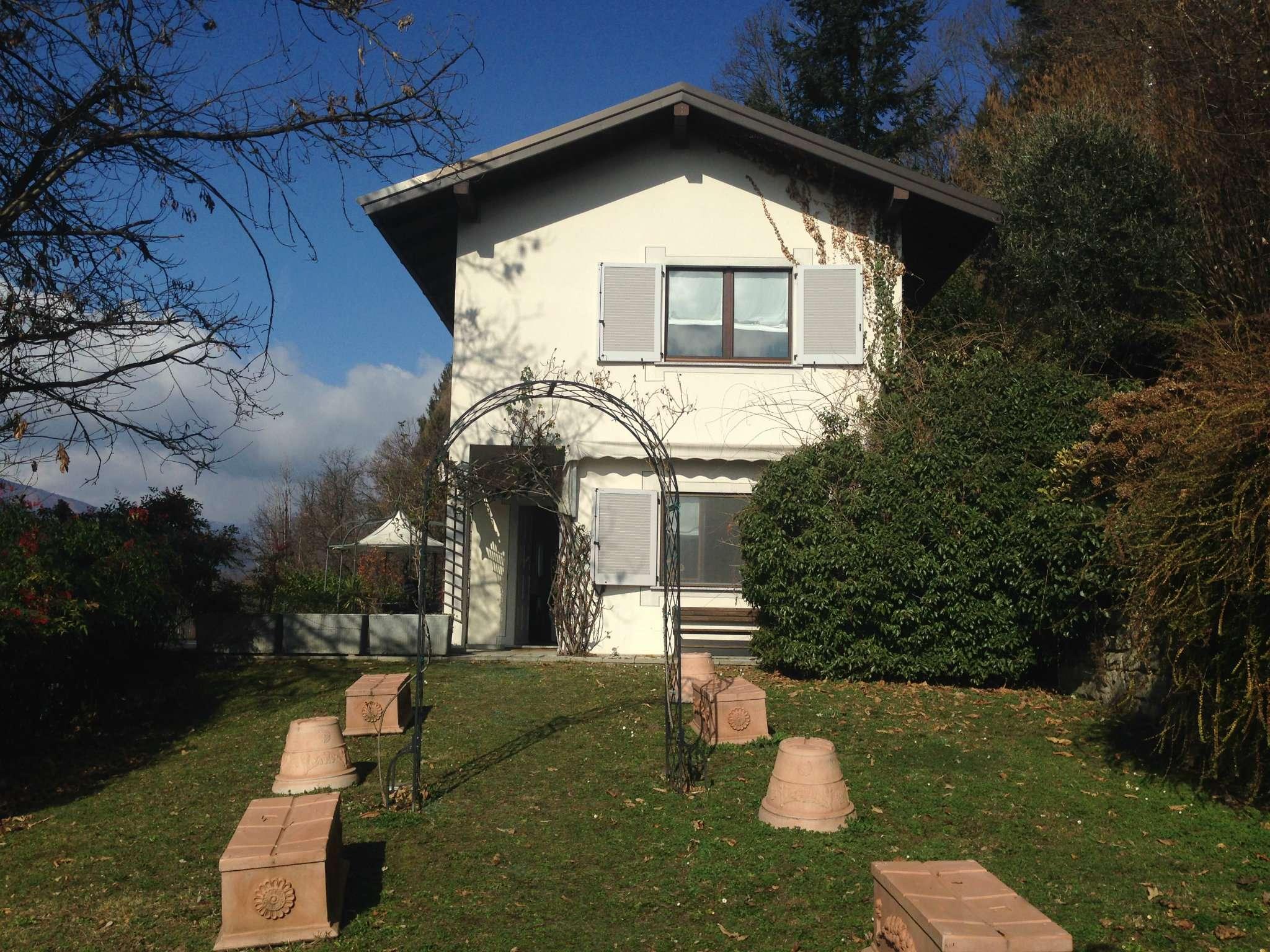 Villa in vendita a Armeno, 12 locali, prezzo € 700.000 | Cambio Casa.it