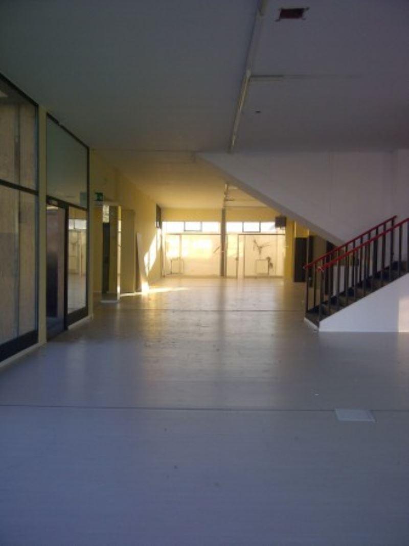 Negozio / Locale in affitto a Spino d'Adda, 6 locali, prezzo € 2.500   Cambio Casa.it