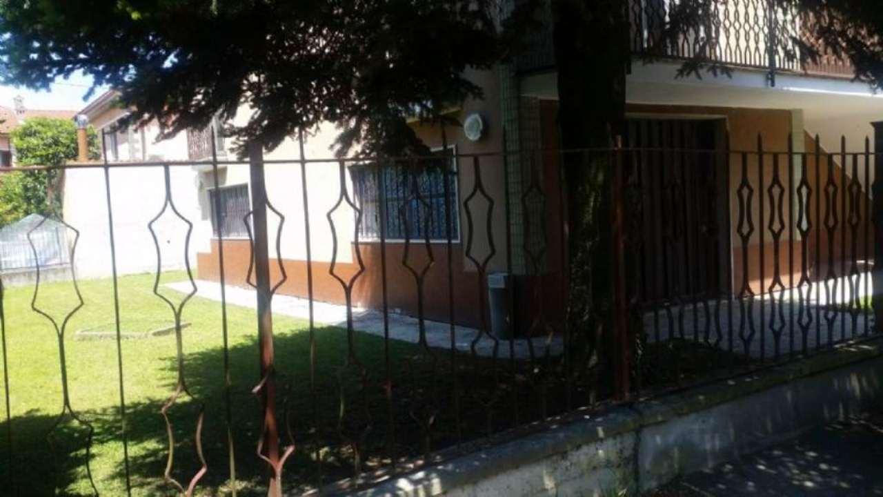 Villa in vendita a Mediglia, 4 locali, prezzo € 270.000 | Cambio Casa.it