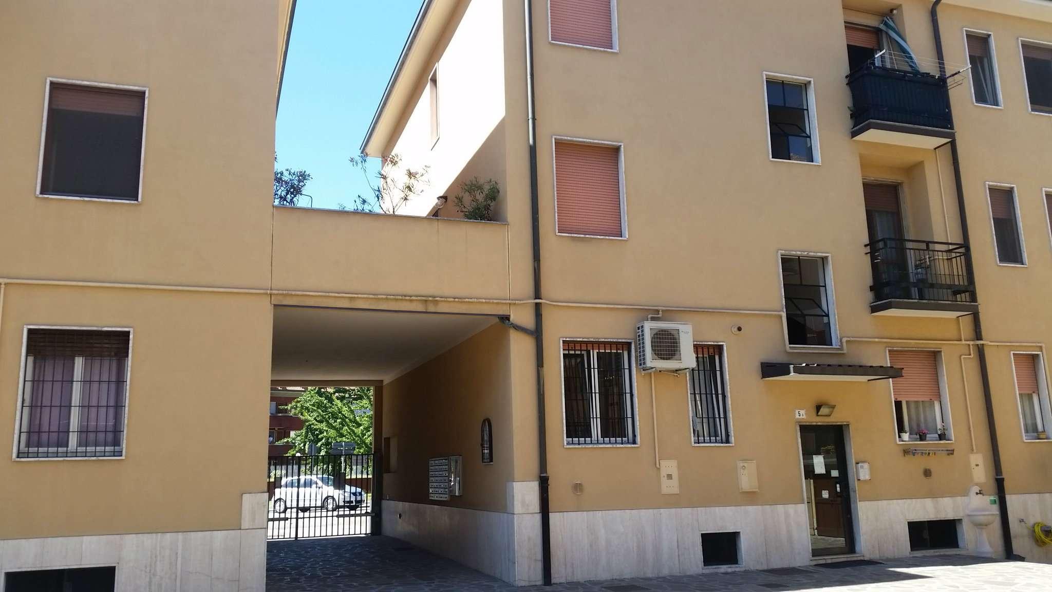 Bilocale Peschiera Borromeo Via 2 Giugno 4