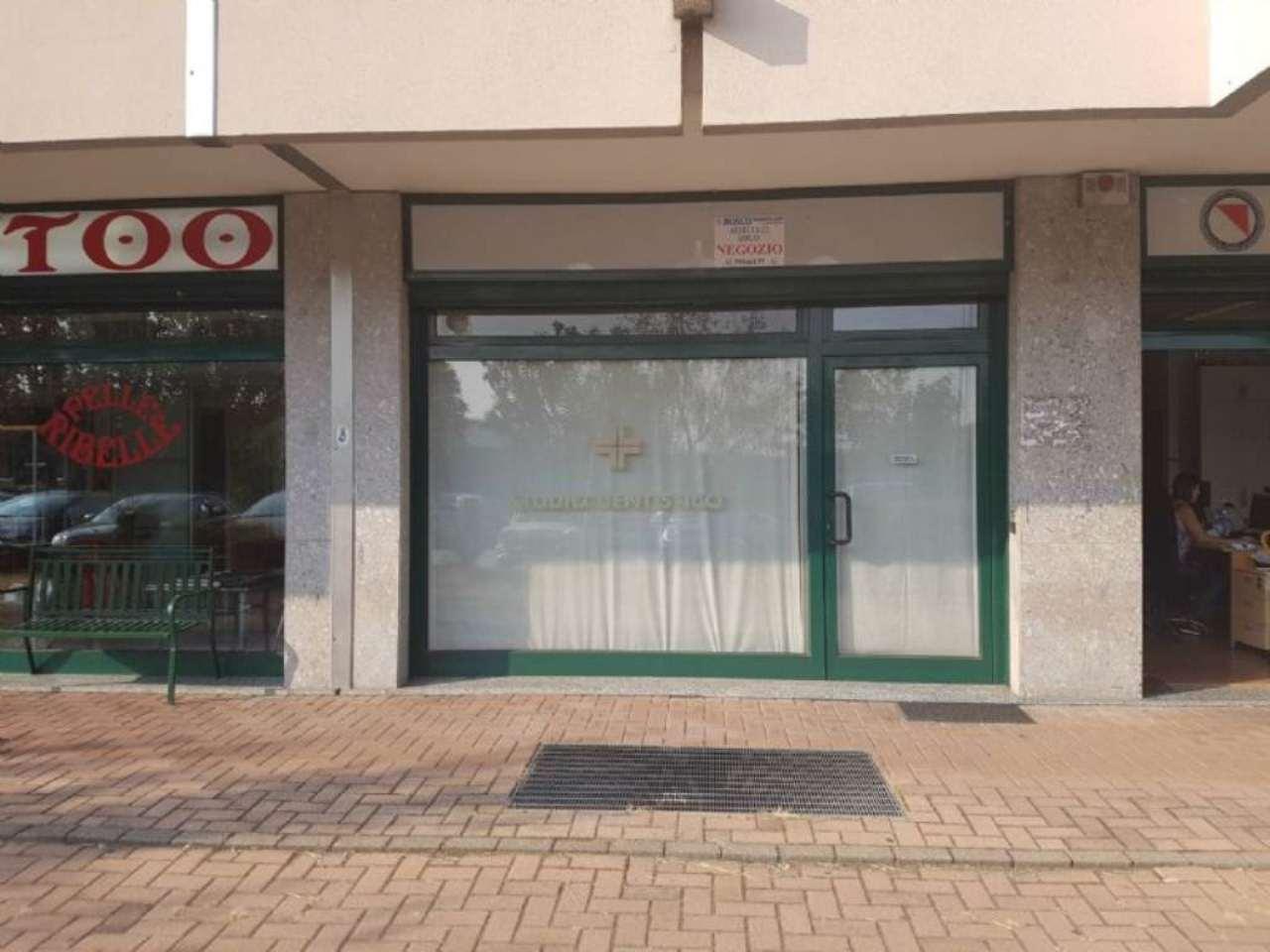 Negozio / Locale in affitto a Peschiera Borromeo, 9999 locali, prezzo € 750 | Cambio Casa.it