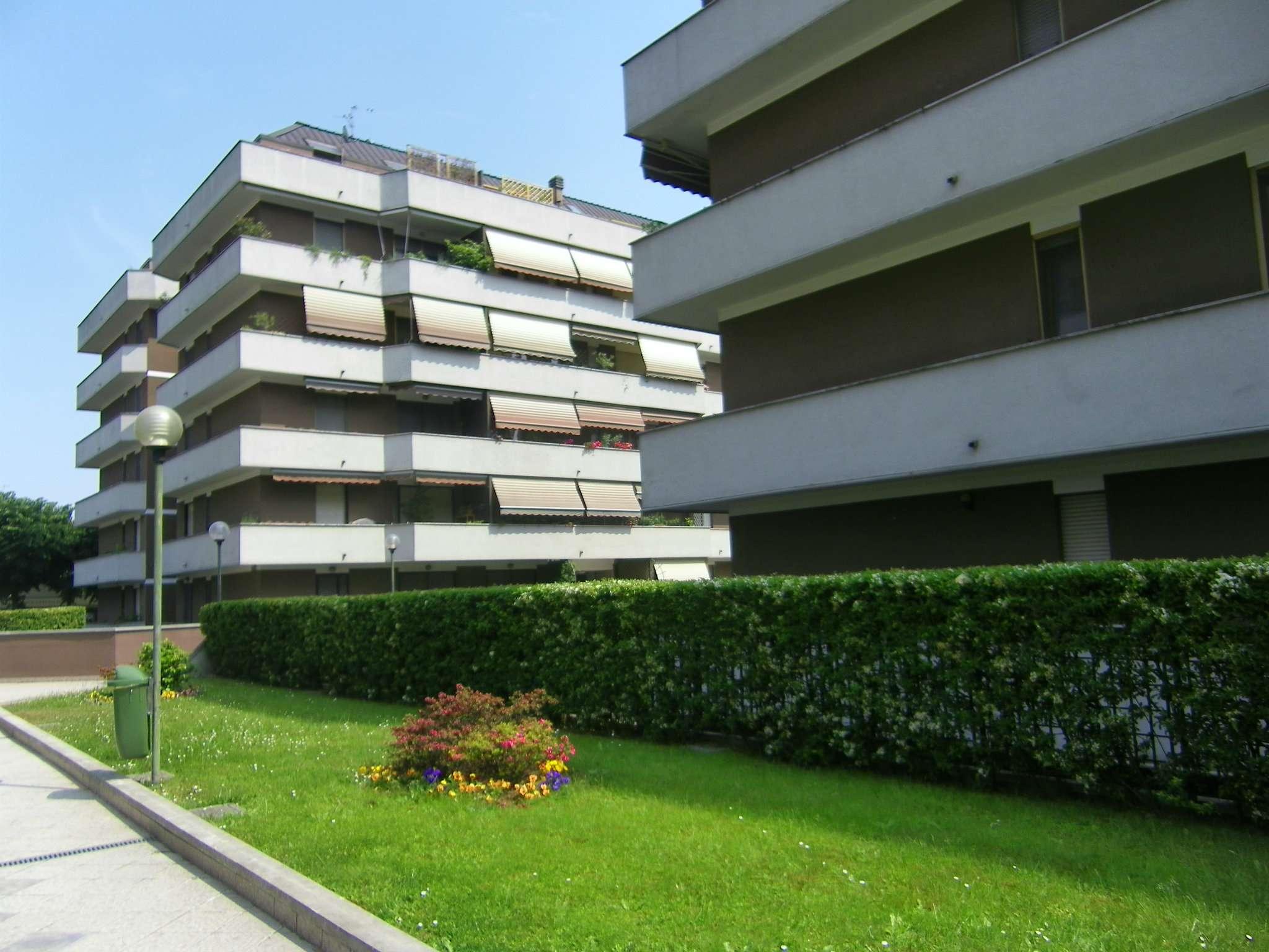 Appartamento in vendita a Peschiera Borromeo, 3 locali, prezzo € 200.000 | Cambio Casa.it