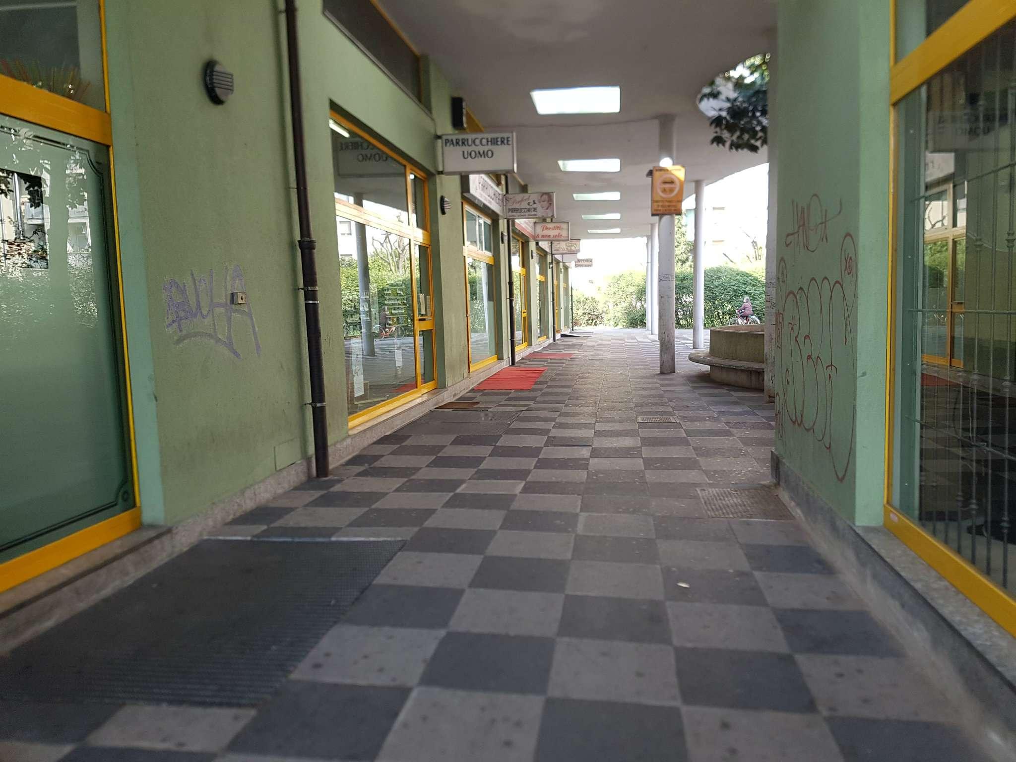 Negozio / Locale in affitto a Peschiera Borromeo, 1 locali, prezzo € 850 | Cambio Casa.it