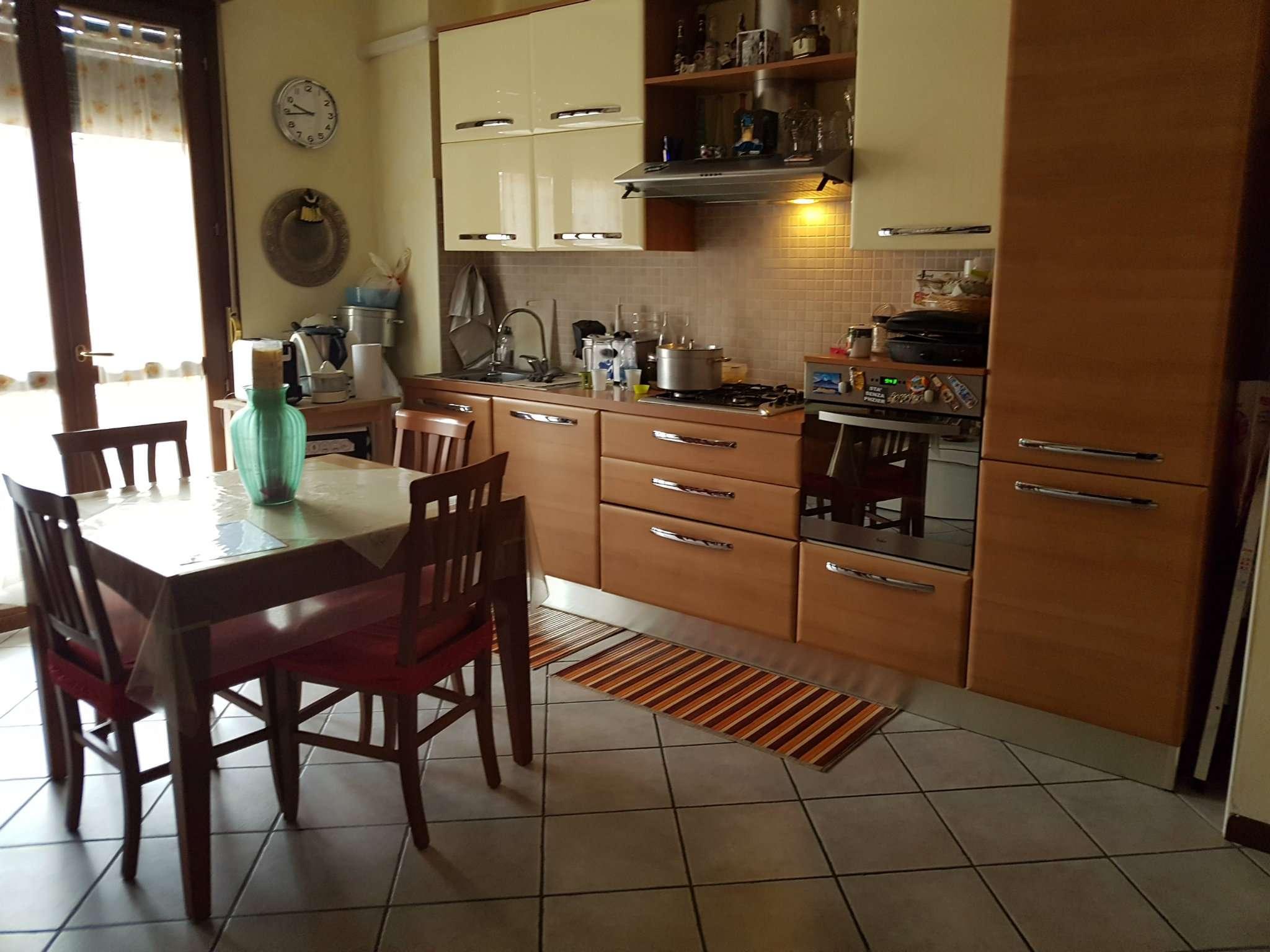 Appartamento in affitto a Peschiera Borromeo, 4 locali, prezzo € 900 | Cambio Casa.it