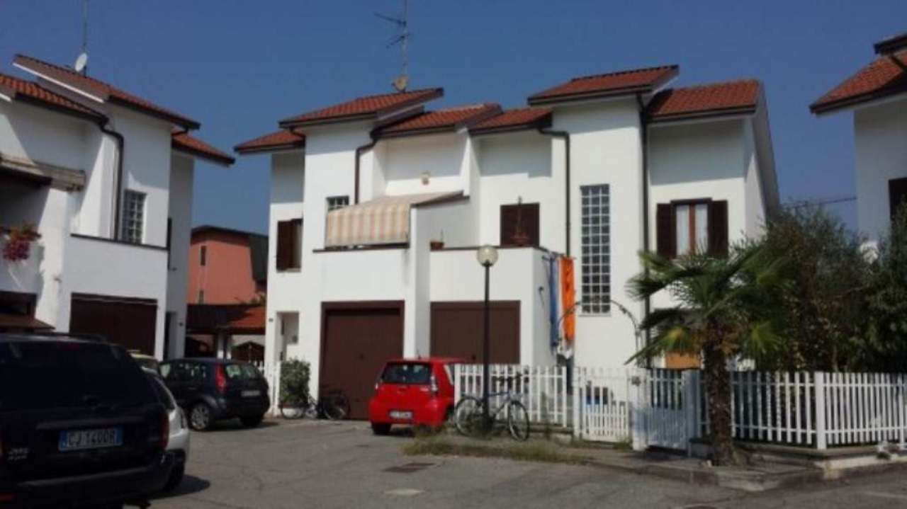 Villa in vendita a Mediglia, 4 locali, prezzo € 310.000 | Cambio Casa.it