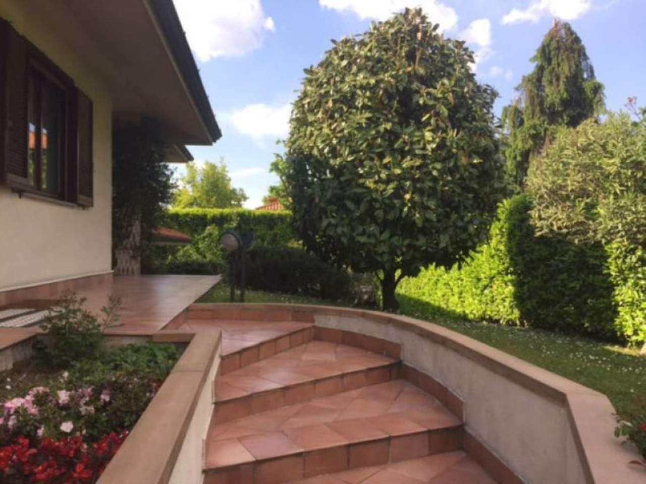 Villa in vendita a Peschiera Borromeo, 7 locali, prezzo € 690.000 | Cambio Casa.it