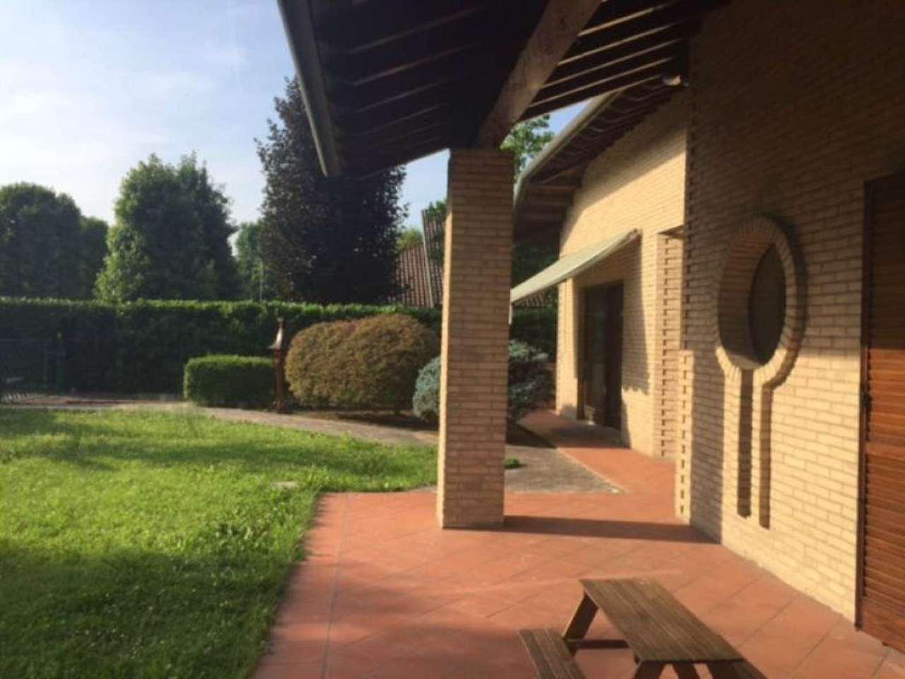 Villa in vendita a Vizzolo Predabissi, 6 locali, prezzo € 790.000 | Cambio Casa.it