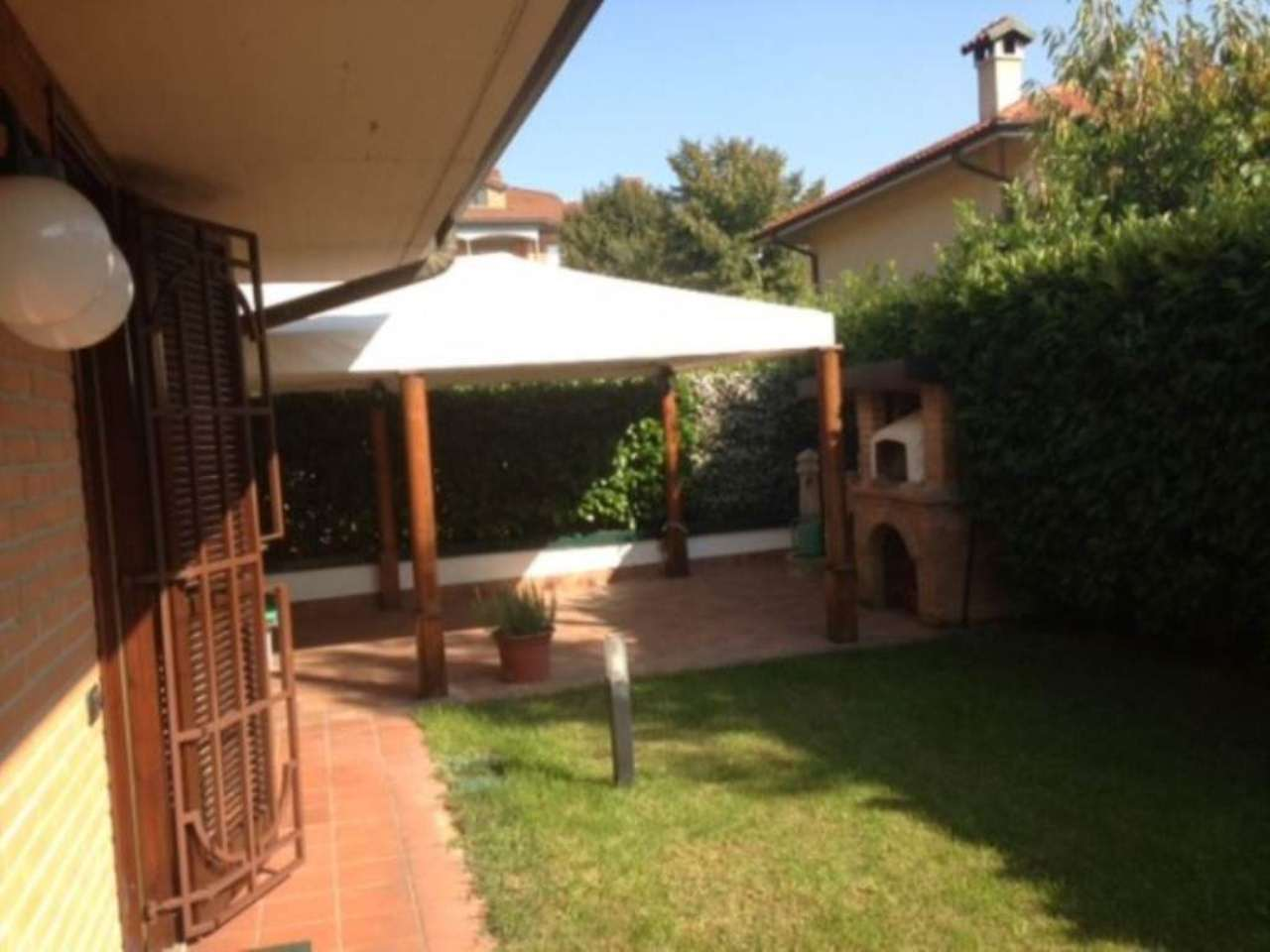 Villa in vendita a Peschiera Borromeo, 6 locali, prezzo € 850.000 | CambioCasa.it