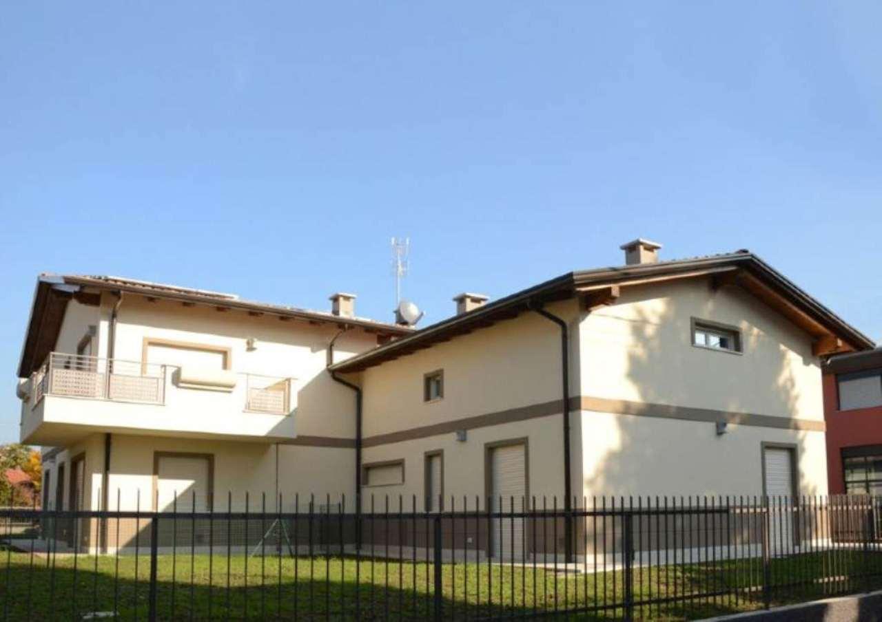 Villa in vendita a Osnago, 4 locali, prezzo € 370.000 | Cambio Casa.it