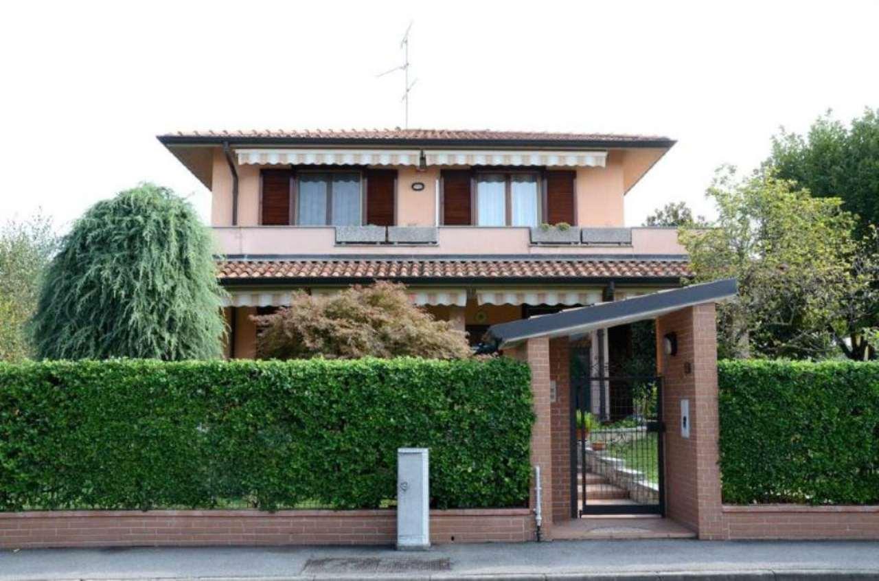 Villa in vendita a Cambiago, 5 locali, prezzo € 395.000 | Cambio Casa.it